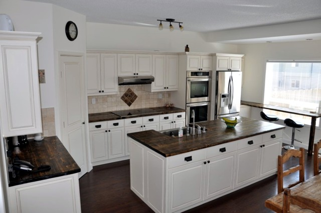 Cheap kitchen cabinets gold coast for Bathroom cabinets gold coast